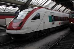 SBB ICN Intercity Neigezug  RABDe 500 001 - 3 mit Taufname Jean Piaget  ( Schweizer Entwicklungspsychologe und Epistemologe => NE => 09.08.1896 -  16.09.1980 ) am Bahnhof Zrich HB im Kanton Zrich in der Schweiz (chrchr_75) Tags: train de tren schweiz switzerland suisse suiza swiss eisenbahn railway zug sbb sua locomotive 500 christoph dezember svizzera bahn treno schweizer chemin centralstation sveits fer intercity locomotora tog ffs juna lokomotive lok sviss ferrovia zwitserland sveitsi spoorweg suissa locomotiva lokomotiv ferroviaria cff  locomotief chrigu  szwajcaria rautatie 1312   2013 neigezug bahnen zoug trainen rabde  chrchr hurni chrchr75 chriguhurni chriguhurnibluemailch albumsbbicnrabde500 albumbahnenderschweiz2013712 hurni131224