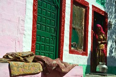 Home.   Jaisalmer (Claire Pismont) Tags: street travel pink red woman india color colour green home colorful asia asie couleur rajasthan inde streetshot travelphotography pismont clairepismont