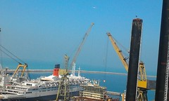 QE2 in Dubai 2013 (Louis De Sousa) Tags: qe2 southampton cunard 1969 2008 dubai port rashid dry docks cosco oceanic group vila legend dock nakheel dp world queenelizabeth2 portrashid dpworld