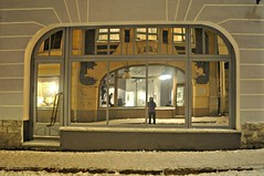 mirroring a glass (L C L) Tags: snow cold reflection me glass night mirror noche europe estonia nieve yo january enero espejo reflejo mirar frío tallin ver escaparate 2015 lcl lookingat esuropa i nikond90 loretocantero