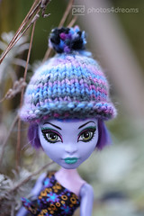 winter fashion reptile style (photos4dreams) Tags: portrait hat toy photo doll photos pics innocent hut cap smoothies spielzeug mtze harpy puppe kult pppchen mtzchen photos4dreams photos4dreamz p4d createamonster fashionneverdies monsterhighfashionphotoshootp4d