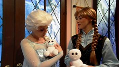 Holding the Snowgies (BeautifulToyReviews) Tags: california park anna toy frozen snowman disneyland character parks disney adventure indoors hollywood animation land theme inside academy meet elsa greet fever snowgies chatterback