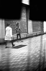 snap (shimanosu) Tags: street leica bw film monochrome japan 50mm fuji f14 snap 400 gifu summilux m4 presto