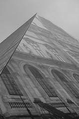 Oeuvre de JR sur un pan de La pyramide (Martine LB) Tags: paris blackwhite photographie jr nb lelouvre noirblanc pyramidedulouvre martinelebiannic jretpontdesarts