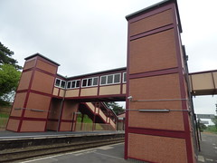 Henley-in-Arden Station - new footbridge (ell brown) Tags: greatbritain bridge trees england tree track lift footbridge unitedkingdom steps tracks rail rails warwickshire lifts gwr greatwesternrailway henleyinarden londonmidland henleyinardenstation shakespeareline