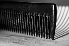 hair comb stripes (Wenninger Johannes) Tags: macromondays stripes haircomb hair comb kamm haarkamm haare macro makro macrophoto macrophotography makrofoto makrofotografie linz austria sterreich