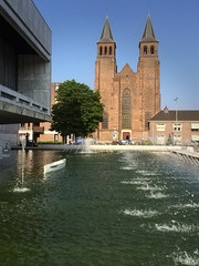 Walburgiskerk (klaroen) Tags: church pond cityhall arnhem nederland fontain stadhuis vijver fontein walburgiskerk