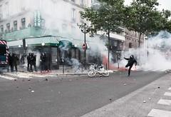 Paris - Grve Gnral (Melissa Favaron) Tags: paris riot police gas etudiant parigi polizia studenti sciopero clashes feriti blackblok scontri lacrimogeni anarchici blesss scioperogenerale scioperonazionale grevegeneral loidutravail grevenational