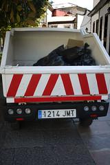 040516 025 (Jusotil_1943) Tags: rayas basura van bolsas furgoneta negras 040516