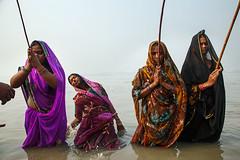 Rituals - Sonepur, India (Maciej Dakowicz) Tags: india water rural river religion moment mela bihar tantrik sonepur gandak sonpur tranceindiabiharsonepurmelasonpurmelasonepur