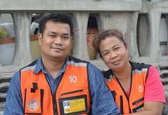 motorcycle taxi couple (the foreign photographer - ) Tags: woman man thailand nikon bangkok taxi husband lard motorcycle wife bang drivers bua khlong bangkhen d3200 phrao