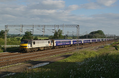 90047 24-06-16 (IanL2) Tags: northamptonshire trains railways freightliner class90 caledoniansleeper 90047