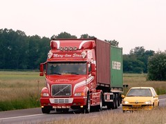 Volvo NH12 from Mary-Linn Stam Holland (capelleaandenijssel) Tags: 94 bgb 1 netherlands truck trailer lorry camion lkw container evergreen