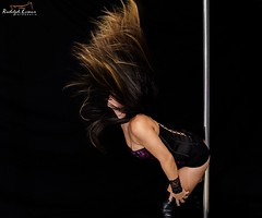 @rudolphlomaxfotografia (rudolphlomax) Tags: white black paris art hair lights dance long shadows longhair scene pole shampoo rudolph fotografia lomax loreal cabelo cabelos bater