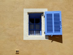 pastelli e trine (fotomie2009) Tags: martigues francia france provence provenza window finestra canal st sbastien