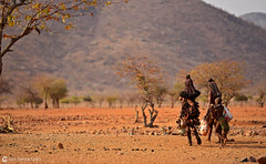 15-09-12 Ruta Okavango Namibia (287) R01 (Nikobo3) Tags: travel people paisajes naturaleza color fauna rural portraits nikon ngc social folklore retratos viajes namibia gentes culturas d800 twop artstyle epupa frica kunene wonderfulworld tribus etnias himbas omot nikond800 okongwati natgeofacesoftheworld nikon7020028vrii nikobo josgarcacobo todosloscomentarios