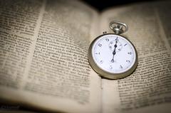 Cuando el tiempo no pasa (victoria@) Tags: style libros tiempo antiguedad nikond5100
