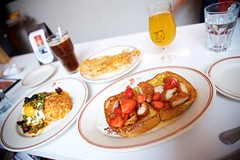 Brunch From Heaven (cookedphotos) Tags: travel summer food chicago tourism beer breakfast canon strawberries diner delicious frenchtoast brunch littlegoat 5dmarkii thislittlepiggywenttochina