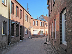 Grevesmhlen - Old Town (.patrick.) Tags: road street house building brick alley haus altstadt oldtown gebude gasse mecklenburgvorpommern backstein clinker ziegel klinker mecklenburgwesternpomerania ziegelstein strase grevesmhlen kleinervogelsang