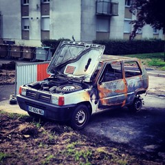 Fiat Panda I incendiee AT 604 NG - 23 mai 2013 (Rue Jean Bouin - Joue-les-Tours) 5 (Padicha) Tags: auto new old bridge france water grass car station electric truck river french coach ancient automobile eau indre may police voiture ruine cher rest former 37 nouveau et loire quai franais nouvelle vieux herbe vieille ancienne ancien fleuve nationale vehicule lectrique reste gendarmerie gazon indreetloire franaise pave nouveaut vhicule utilitaire restes vgtalise letramdetours padicha