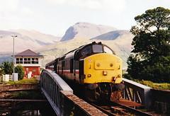 37424 at banavie (47604) Tags: bridge mountain scotland whl banavie westhighlandline class37 37279 37424