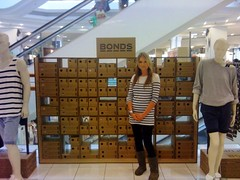 Bonds POP Up Store