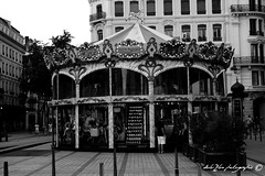 Carrousel (dolu2lux photographie) Tags: monochrome noir lyon rue blanc ville carrousel cheveau
