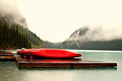 Lake Louise (hommedunord) Tags: red lake tree nature water fog forest boat columbia canoe alberta british kanu steg kanada
