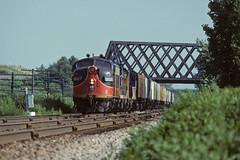 WICT 901 West at Black Bridge (CNW New Line) (SPZahn) Tags: northbrook a20 f7 funit f7a wict901 wict wisconsincalumet