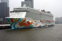 Norwegian Getaway in Rotterdam. (hemkes) Tags: cruise rotterdam ship getaway norwegian cruiseship wilhelminakade cruiseterminal