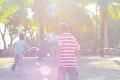 Golden Hour (dexanrj) Tags: boy sun playing sol meninos kids raios golden kid soccer dream garoto dreaming flare criança crianças garotos menino sonho futebol brincando garotinho sonhando menininho