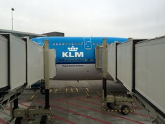 Amsterdam Schiphol Airport (AMS) (LAXFlyer) Tags: travel amsterdam flying airport flight traveling klm schiphol ams boeing747 jetbridge