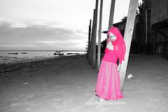 Red Selection (Hery Awan) Tags: red white black beach kid balikpapan