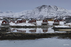 Hogares invernales (SoniaPerea) Tags: winter mountain snow cold reflection norway landscape nieve paisaje noruega invierno montaa fro reflejos