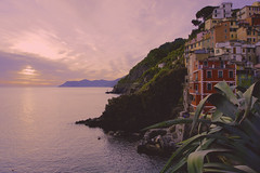 Sunset at Riomaggiore (macsbruj) Tags: italy mar nationalpark italia liguria cinqueterre lightroom parquenacional