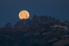 Eastern Sierra Moon Set (Jeffrey Sullivan) Tags: california morning copyright usa moon jeff nature june set sunrise canon landscape photography photo timelapse google twilight full telephoto photowalk bluehour sullivan 2012 easternsierra 5dmarkii