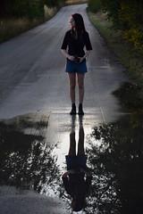 Radici Riflesse (MarioUpendi) Tags: radici riflesso foto donna fotocamera acqua pozzanghera pozza alberi asfalto luce sole
