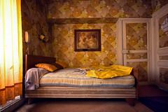 Rouletabille (Post-Mortem (Alexandre Katuszynski)) Tags: light yellow hotel bedroom lowlight decay kitsch forgotten urbanexploration abandonedhouse derelict ue verlassen urbex hauntedhotel abandonedhotel lostplaces urbexfrance htelabandonn hotelkitsch htelkitch