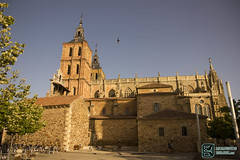 Lateral Iglesia Astorga (edmoberti) Tags: church fuente iglesia paisaje chruch castillo pilgrim caminodesantiago peregrino astorga albergue rabanaldelcamino hospitaldeorbigo pregrino