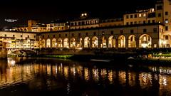 Reflets sur l'Arno (Tra Te E Me (TTEM)) Tags: lumixfz1000 photoshop raw florence firenze arno reflets reflection nuit night italie italy toscane tuscany architecture eau lumires pont ponte vecchio