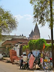 "calles de Orchha • <a style=""font-size:0.8em;"" href=""http://www.flickr.com/photos/92957341@N07/8725153088/"" target=""_blank"">View on Flickr</a>"
