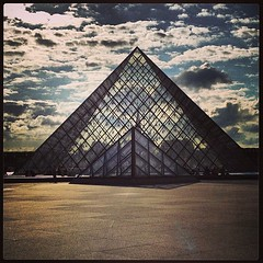 Pyramide du Louvre (a2lison) Tags: trip sun holiday paris france travelling tourism beautiful museum french fun pyramid louvre muse musedulouvre
