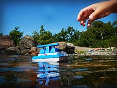 Enjoying summer (Basse911) Tags: boy summer water finland toy island boat rocks july hanko nordic juli archipelago sommar kesä heinäkuu hangö gunnarsören gunnarsön