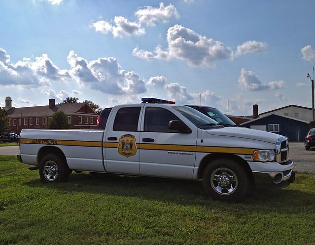 truck de lights 911 police led dodge parked delaware emergency ram patrol protect serve dsp statetrooper statepolice whelen dodgeram lightbar delawarestatepolice delawarestatetrooper delawarepolice