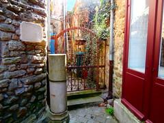 la mme maison avec une jolie grille (jeanpierrerene49) Tags: xxxxxxxx