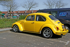 Bad yellow beetle (Ronald_H) Tags: yellow vw bug volkswagen sony beetle cage roll custom kfer fusca vocho 2011 nex3