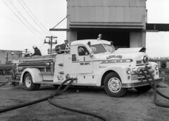 Lockland - 1952 Seagrave Quad (kyfireenginephoto) Tags: hamiltoncounty reading seagrave arlingtonheights fireengine lincolnheights ohiofire wyoming quad lfd white pump hose