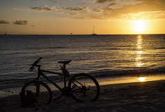 End of Another Perfect Day DSC3976.Explored (iloleo) Tags: sunset beach bicycle landscape hawaii waikiki oahu scenic pacificocean colourful nikond7000