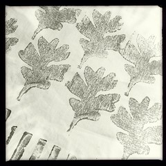"Oak leaves #woodblock #blockprint on muslin • <a style=""font-size:0.8em;"" href=""https://www.flickr.com/photos/61640076@N04/11943094356/"" target=""_blank"">View on Flickr</a>"