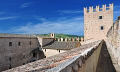 Tolentino: Castello-della-Rancia-12 (www.turismo.marche.it) Tags: mura castello marche tolentino regionemarche provinciadimacerata castellodellarancia